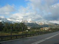 Svincolo Autostrada A29 Palermo-Mazara - monti di Castellammare innevati - 14 febbraio 2009   - Castellammare del golfo (1140 clic)