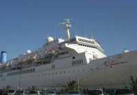 al porto: la Thomson Spirit ancorata - 25 maggio 2008  - Trapani (953 clic)