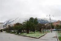 neve in Piazza della Repubblica e sul monte Bonifato - 14 febbraio 2009  - Alcamo (2879 clic)