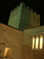 Castello dei Conti di Modica - cortile interno e torre quadrata di nord-ovest - 23 dicembre 2008    - Alcamo (716 clic)