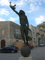 per le vie di Caltabellotta - monumento - 9 novembre 2008  - Caltabellotta (917 clic)