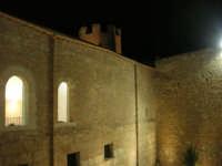 Castello dei Conti di Modica - cortile interno e torre rotonda di nord-est - 23 dicembre 2008    - Alcamo (739 clic)