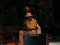 Summertime Blues Festival: Sonny Rhodes e la sua lap steel guitar, tipico strumento texano - 29.7.2005  - Alcamo (4298 clic)