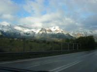 Svincolo Autostrada A29 Palermo-Mazara - monti di Castellammare innevati - 14 febbraio 2009   - Castellammare del golfo (1415 clic)
