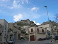 per le vie di Caltabellotta - monumento - 9 novembre 2008  - Caltabellotta (1145 clic)