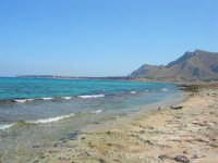 Golfo del Cofano - spiaggia . . . rocciosa, mare stupendo - 30 agosto 2008  - San vito lo capo (511 clic)