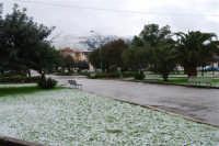 neve in piazza della Repubblica e sul monte Bonifato - 14 febbraio 2009  - Alcamo (2852 clic)