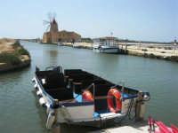 canale dell'imbarcadero per l'isola di Mozia, Saline Infersa e mulino a vento nella Riserva delle Isole dello Stagnone di Marsala - 25 maggio 2008   - Marsala (1206 clic)