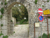 Mura Elimo Puniche - sec. VIII-VI a.c. - Porta Spada - 25 aprile 2006  - Erice (2754 clic)