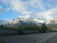 Svincolo Autostrada A29 Palermo-Mazara - monti di Castellammare innevati - 14 febbraio 2009   - Castellammare del golfo (1351 clic)