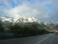 Svincolo Autostrada A29 Palermo-Mazara - monti di Castellammare innevati - 14 febbraio 2009   - Castellammare del golfo (1510 clic)