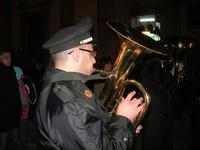 festa dell'Immacolata: la processione nel corso VI Aprile - uno dei componenti del Premiato Complesso Bandistico Città di Alcamo - 8 dicembre 2009   - Alcamo (2427 clic)