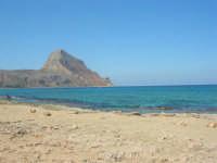 Golfo del Cofano - spiaggia . . . rocciosa, mare stupendo - 30 agosto 2008  - San vito lo capo (460 clic)