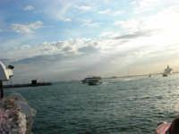 Louis Vuitton Acts 8&9 - Rientro in porto dopo le gare del pomeriggio - 2 ottobre 2005   - Trapani (1866 clic)