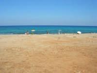 Golfo del Cofano - spiaggia . . . rocciosa, mare stupendo - 30 agosto 2008  - San vito lo capo (513 clic)