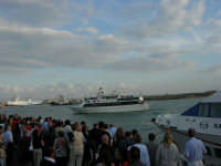 Louis Vuitton Acts 8&9 - Rientro in porto dopo le gare del pomeriggio - 2 ottobre 2005  - Trapani (1853 clic)
