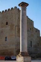 colonna della Chiesa Madre e Castello arabo normanno - 11 ottobre 2007  - Salemi (2346 clic)
