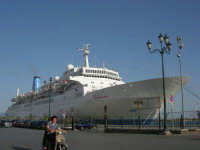 al porto: la Thomson Spirit ancorata - 25 maggio 2008  - Trapani (765 clic)