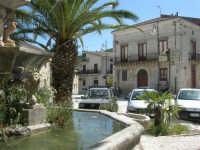 Piazza Castello - fontana ottagonale del 1500 - 23 aprile 2006  - Chiusa sclafani (2021 clic)