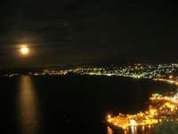 una luna spettacolare, le luci del Golfo di Castellammare, Cala Petrolo, il Castello - 18 settembre 2008   - Castellammare del golfo (848 clic)