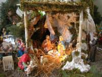 il presepe dinanzi la Chiesa di S. Maria del Gesù: particolare, la Natività - 7 dicembre 2008  - Alcamo (929 clic)