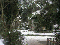 neve sul monte Bonifato - Riserva Naturale Orientata Bosco d'Alcamo - La Funtanazza, grande serbatoio pubblico di età medievale - 15 febbraio 2009   - Alcamo (5256 clic)