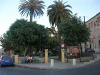 Villa in piazza Bagolino - 20 giugno 2008  - Alcamo (784 clic)