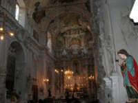 interno della Chiesa S. Sebastiano: la sua unica navata è arricchita da pregevoli stucchi della scuola del Serpotta - 23 aprile 2006  - Chiusa sclafani (1590 clic)
