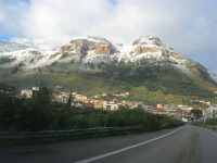 Svincolo Autostrada A29 Palermo-Mazara - monti di Castellammare innevati - 14 febbraio 2009   - Castellammare del golfo (2090 clic)