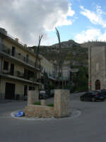 per le vie di Caltabellotta - monumento - 9 novembre 2008  - Caltabellotta (1121 clic)