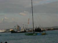 Louis Vuitton Acts 8&9 - Rientro in porto dopo le gare del pomeriggio - 2 ottobre 2005  - Trapani (1738 clic)