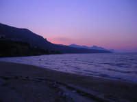 Spiaggia Plaja dopo il tramonto - 24 giugno 2008  - Castellammare del golfo (525 clic)