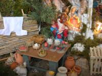 il presepe dinanzi la Chiesa di S. Maria del Gesù: particolare, bottega di generi alimentari accanto alla grotta della Natività - 7 dicembre 2008  - Alcamo (936 clic)
