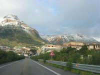 Svincolo Autostrada A29 Palermo-Mazara - monti di Castellammare innevati - 14 febbraio 2009   - Castellammare del golfo (1548 clic)