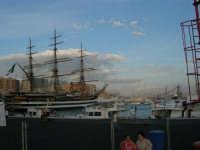 Louis Vuitton Acts 8&9 - Veduta sul porto - L'Amerigo Vespucci - 2 ottobre 2005  - Trapani (2267 clic)