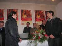 1ª Edizione Concorso Fotografico PRESEPE VIVENTE BALATA DI BAIDA - esposizione e premiazione presso il Centro Polivalente a cura dell'Associazione Culturale BALATA CLUB - Il sig. Bruno, fotografo di Monreale, vincitore del concorso - 1 marzo 2009   - Balata di baida (4796 clic)