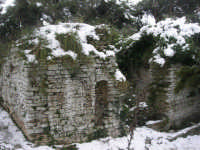neve sul monte Bonifato - Riserva Naturale Orientata Bosco d'Alcamo - La Funtanazza, grande serbatoio pubblico di età medievale - 15 febbraio 2009   - Alcamo (5230 clic)