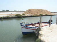 canale dell'imbarcadero per l'isola di Mozia - Saline Infersa nella Riserva delle Isole dello Stagnone di Marsala - 25 maggio 2008   - Marsala (1005 clic)