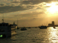 Louis Vuitton Acts 8&9 - Rientro in porto dopo le gare del pomeriggio - 2 ottobre 2005  - Trapani (1869 clic)