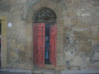 per le vie di Vita - murales - Mestieri e tradizioni della civiltà contadina: la vecchina sull'uscio - 9 ottobre 2007   - Vita (3120 clic)