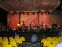 il palco in Piazza Santuario: preparativi e prove . . . aspettando il Cous Cous Fest - 21 settembre 2008    - San vito lo capo (1389 clic)