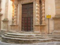 Chiesa dell'ex Collegio dei Gesuiti con facciata barocca arricchita da colonne tattili in tufo - 11 ottobre 2007   - Salemi (1969 clic)