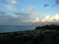 tra terra e cielo: vista sul golfo di Castellammare - 7 ottobre 2007   - Alcamo marina (717 clic)