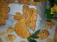 Cene di San Giuseppe - Altare di pani - esposizione di lavori artigianali effettuata dalla popolazione femminile della Casa Circondariale di Trapani - 15 marzo 2009   - Salemi (2078 clic)