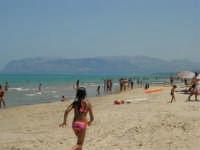 Sabbia, mare e monti - 17 luglio 2005  - Alcamo marina (4005 clic)