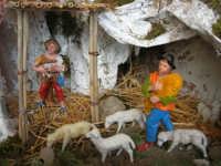 il presepe dinanzi la Chiesa di S. Maria del Gesù: particolare - 7 dicembre 2008  - Alcamo (609 clic)