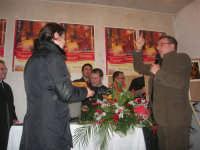 1ª Edizione Concorso Fotografico PRESEPE VIVENTE BALATA DI BAIDA - esposizione e premiazione presso il Centro Polivalente a cura dell'Associazione Culturale BALATA CLUB - Il sig. Bruno, fotografo di Monreale, vincitore del concorso - 1 marzo 2009   - Balata di baida (3705 clic)
