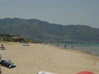 La spiaggia, il mare, i monti di Castellammare del Golfo - 18 luglio 2005  - Alcamo marina (3631 clic)