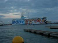 Louis Vuitton Acts 8&9 - Nave ormeggiata nel porto - 2 ottobre 2005  - Trapani (1894 clic)