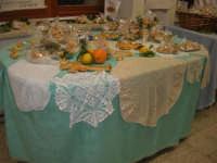 Cene di San Giuseppe - Altare di pani - esposizione di lavori artigianali effettuata dalla popolazione femminile della Casa Circondariale di Trapani - 15 marzo 2009   - Salemi (2300 clic)